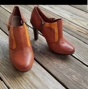 Kenneth cole reaction  brown heel booties sz 8.5
